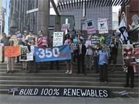 הפגנה נגד אקסון מחוץ לאסיפת בעלי המניות של החברה / צילום: Ernest Scheyder