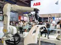 רובוט של חברת ABB הסינית/ איור: שירי אלגור