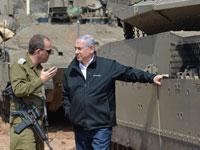 """ראש הממשלה בנימין נתניהו מקבל סקירה ממפקד אוגדה 162  סמוך לרצועת עזה/ צילום - קובי גדעון / לע""""מ"""
