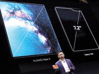 """מנכ""""ל וואווי ריצ'רד יו מציג בברצלונה את הסמארטפון המתקפל החדש Mate X/  צילום: רויטרס - Sergio Perez"""