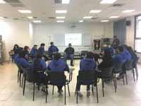 תלמידי בית ספר אג'יאל ביפו בפעילות של עמותת present tense / צילום: עדי שרגא