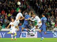 נבחרת ישראל במשחק ההפסד לסלובניה / צילום: רויטרס, Borut Zivulovic