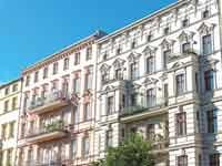 בניין משופץ ברובע פרנצלאואר ברג בברלין./ צילום:  Shutterstock ס.א.פ קריאייטיב