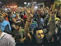 המפגינים בכיכר תחריר/ צילום: רויטרס