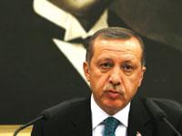ארדואן נואם בכנס מפלגתי כאשר מאחוריו תמונת ענק של אטאטורק / צילום: רויטרס, Umit Bektas