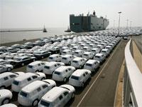 """כלי רכב בגרמניה ממתינים ליצוא לחו""""ל/ צילום: רויטרס, Christian Charisius"""
