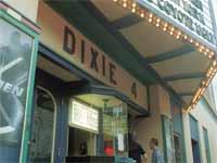 """בית קולנוע בארה""""ב/ צילום: רויטרס"""