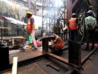 עובדים באתר בנייה של הרכבת התחתית/ צילום: רויטרס Danish Siddiqui