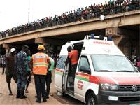 פינוי נפגעים בגאנה/ צילום: רויטרס