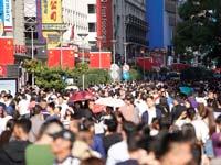 אזור קניות מרכזי בשנגחאי/ צילום: רויטרס, Aly Song
