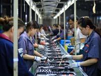 מפעל לייצור כלי עבודה בסין / צילום: רויטרס