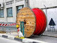 פריסת סיבים אופטיים ותשתיות תקשורת / צילום: shutterstock