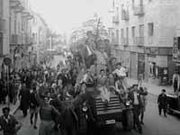 """חוגגים את הכרזת האו""""ם בירושלים, כ""""ט בנובמבר1947 / צילום: הנס פין - לע""""מ"""