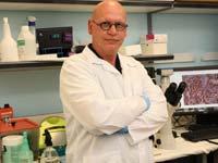 """דר יגאל לוריא חיון מנהל מדעי של המרכז לחקר קנאביס ברמבם / צילום:  פיוטר פליטר דוברות רמב""""ם"""