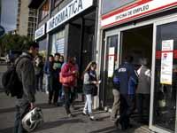 לשכת התעסוקה במדריד / צילום: רויטרס