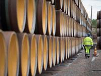 צינורות שמיועדים להנחת בפרויקט נורד סטרים  / צילום: רויטרס, Axel Schmidt