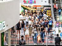 קונים בדיזנגוף סנטר/ צילום: שלומי יוסף