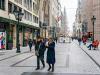 רחוב הקניות המקושט/ צילום: Shutterstock | א.ס.א.פ קריאייטיב