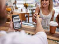 שימוש באשראי גם בעסקאות קטנות/ צילום:Shutterstock א.ס.א.פ קריאייטיב