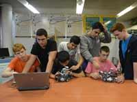 תלמידים בבית ספר טכנולוגי. /  צילום: תמר מצפי