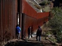 """החומה בגבול ארה""""ב־מקסיקו / צילום: רויטרס, Carlos Garcia Rawlins"""