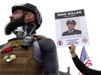 חברי תנועת Proud Boys במצעד מחאה בפורטלנד / צילום: אליסון דיינר, AP
