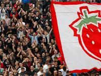 משחקי הכדורגל בבלגרד, סרביה, נמשכו כרגיל גם ביוני למרות המגפה / צילום: Darko Vojinovic, Associated Press