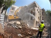 """הריסת מבנה בחודש שעבר כחלק מפרויקט תמ""""א 38 בצפון ת""""א שמקדמת חברת מטרופוליס / צילום: ניר הופמן"""