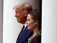 קוני בארט והנשיא טראמפ באירוע ההכרזה למועמדות שלה לעליון בגן הורדים / צילום: Alex Brandon, Associated Press