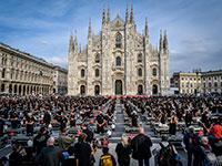 מחאת אלפי עובדים בתחום הבידור נגד הגבלות הממשלה. מילאנו, איטליה / צילום: Claudio Furlan/Lapresse, Associated Press