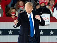 טראמפ רוקד בעצרת באוהיו בשבת / צילום: Jeff Chiu, Associated Press