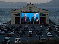 העימות בין ביידן לטראמפ משודר בדרייב־אין / צילום: Jeff Chiu, Associated Press