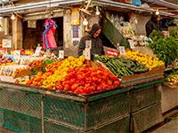 דוכן ירקות בשוק הכרמל  בתל אביב / צילום: shutterstock, שאטרסטוק