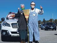 תומכי ביידן בעצרת דרייב־אין בהשתתפותו באיווה בסוף השבוע  / צילום: Brian Snyder, רויטרס