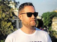 שרן שקד, ארט דירקטור, בעלי מותג החולצות Local T by RANSH / צילום: אסף אפלבוים