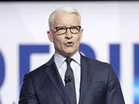הפרשן הבכיר אנדרסון קופר באולפן הבחירות של הCNN / צילום: John Minchillo, Associated Press