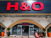 סניף של H&O, מול החוף וילג' בחדרה / צילום: בן פרידמן