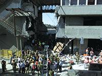 האסון באולמי ורסאי. תקרת הפל־קל קרסה באמצע חתונה, 23 נהרגו,  380 נפצעו / צילום: רויטרס