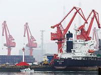 מכלית נפט בנמל במחוז שאנדונג, סין / צילום: Jason Lee, רויטרס
