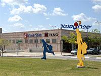 המרכז המסחרי של ישפרו במודיעין  / צילום: תמר מצפי