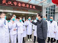 ראש ממשלת סין לי קצ'יאנג בבית חולים בווהאן / צילום: Li Tao, Associated Press
