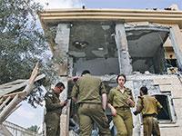 """בית בבאר שבע שנפגע מטיל ויושביו שרדו בזכות הממ""""ד / צילום: Tsafrir Abayo, Associated Press"""