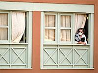 אישה בבידוד בספרד / צילום: Associated Press