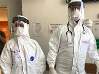 """עובדי המחלקה הייעודית לחולי קורונה בבי""""ח השרון / צילום: רמי זרנגר"""