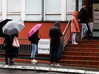 תור לבדיקות קורונה בגרמניה  / צילום: Markus Schreiber, AP