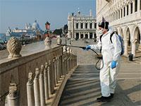 חיטוי כיכר סן מרקו בוונציה, השבוע  / צילום: רויטרס