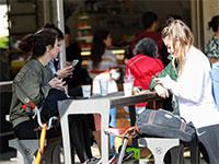 בתי קפה פתוחים בתל אביב למרות הוראות משרד הבריאות / צילום: שלומי יוסף, גלובס