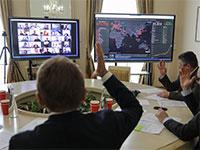 פגישה עסקית דרך אפליקציית זום / צילום: Roman Baluk, רויטרס