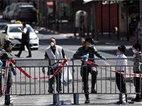 מחסום משטרתי בבני ברק / צילום: Ammar Awad, רויטרס