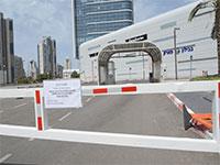 המחסום לחניה של קניון עיר הימים במצב מאוזן. הקניון סגור בעקבות התפשטות נגיף הקורונה והנחיות משקד הבריאות / צילום: איל יצהר, גלובס